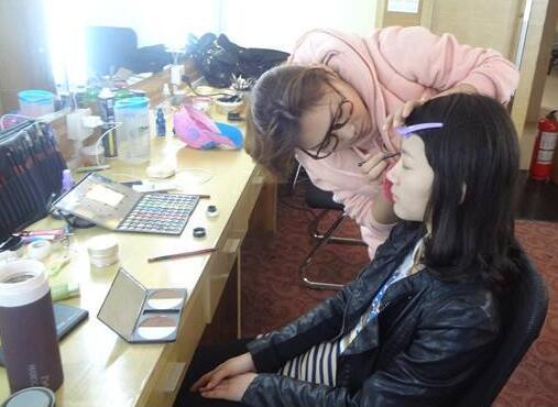南昌学化妆,选择吉祥坊在线娱乐学校的九个建议