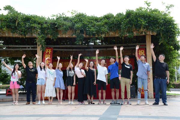 丽人化妆学院参拍二十集青春励志校园网剧《歌尽青春》开拍