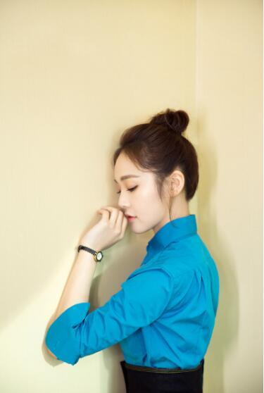 张佳宁知性优雅化妆妆容 风格鲜明碰撞时尚经典